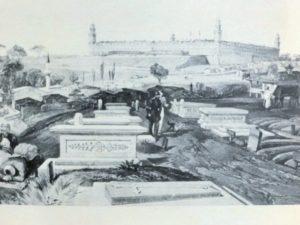 スクタリ病院傍にある兵士たちの棺と墓