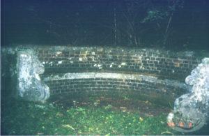 11.ここでナイチンゲールが神の声を聞いたという石のベンチ(1996年撮影)