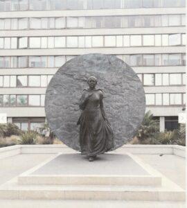 メアリーシーコール 銅像