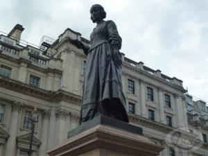 1.ウォータールー広場に立つナイチンゲール像