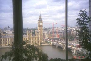 8.ナイチンゲール病棟のベランダから見た国会議事堂 (1996年)