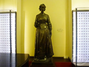 11.同じ銅像が今では聖トマス病院内部に立つ