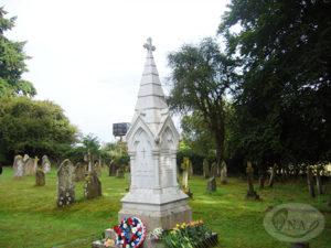 4.ナイチンゲール家の墓-1