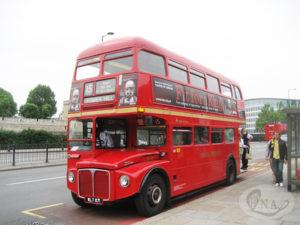 03-ロンドンを走る二階建てバス