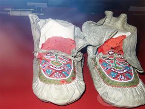 06-クリミアで履いたナイチンゲールのスリッパ(革製)